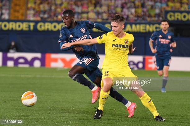 Arsenal's French-born Ivorian midfielder Nicolas Pepe vies for the ball wih Villarreal's Argentinian defender Juan Foyth during the Europa League...