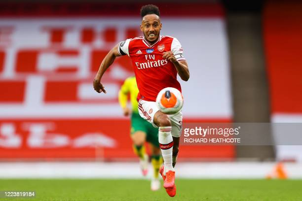 Arsenal's Gabonese striker PierreEmerick Aubameyang controls the ball shoots and scores a goal during the English Premier League football match...