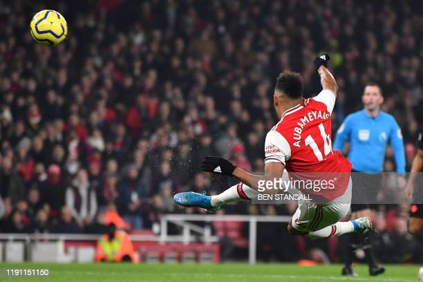 Arsenal's Gabonese striker PierreEmerick Aubameyang has an unsuccessful shot during the English Premier League football match between Arsenal and...