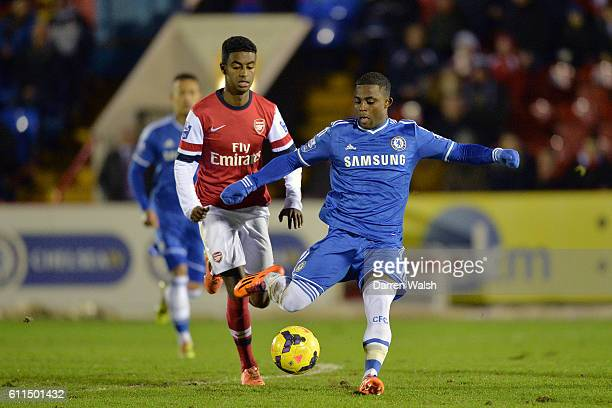 Arsenal's Gedion Zelalem and Chelsea's Islam Feruz battle for the ball