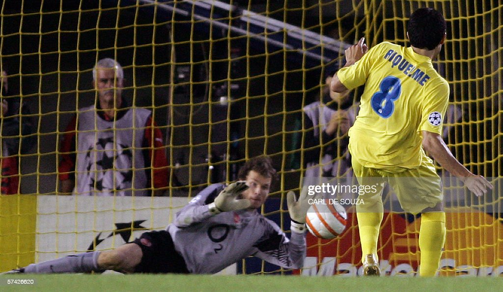 Arsenal's German goalkeper Jens Lehmann : News Photo