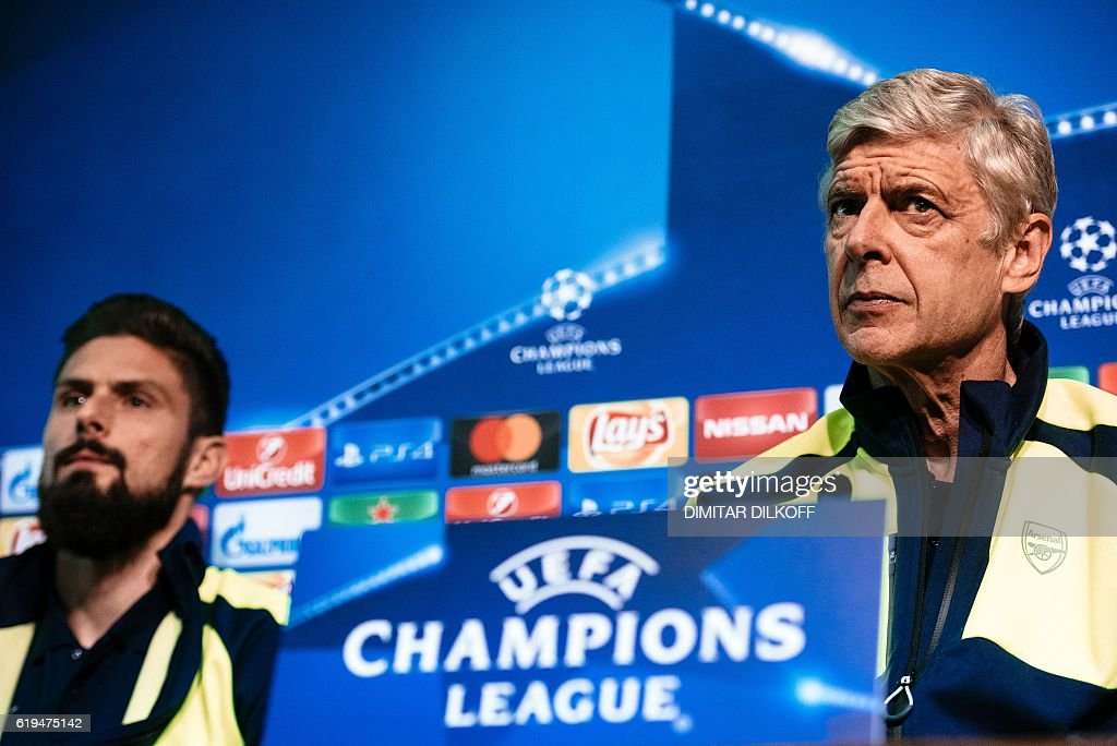 Arsenal's head coach Arsene Wenger (R) and Arsenal's French forward Olivier Giroud give a press conference on the eve of the UEFA Champions League group A football match between Ludogorets and Arsenal in Sofia on October 31, 2016. / AFP / DIMITAR