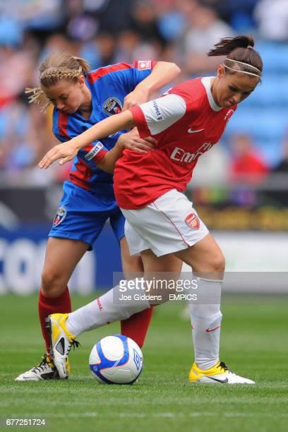 Arsenal's Julie Fleeting and Bristol Academy's Anouk Hoogendijk