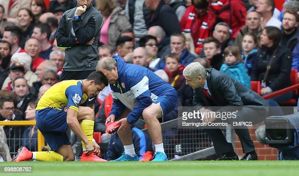 Arsenal's manager Arsene Wenger and Alexis Sanchez during the game against Manchester United