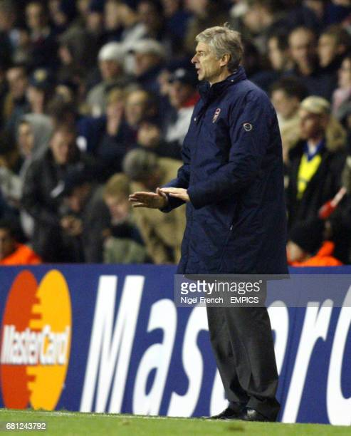 Arsenal's Manager Arsene Wenger tells his players to keep calm against Lokomotiv Moscow