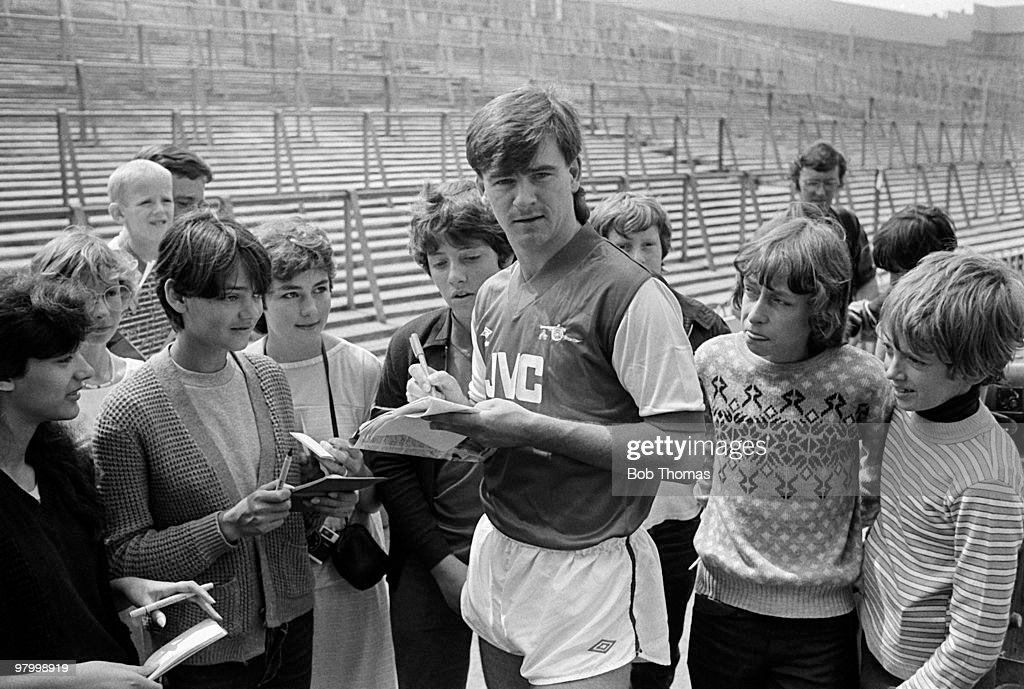 Arsenal's newly acquired striker from Celtic, Charlie Nicholas, signs autographs for young fans at Highbury, London on 27th July 1983. (Bob Thomas/Getty Images).