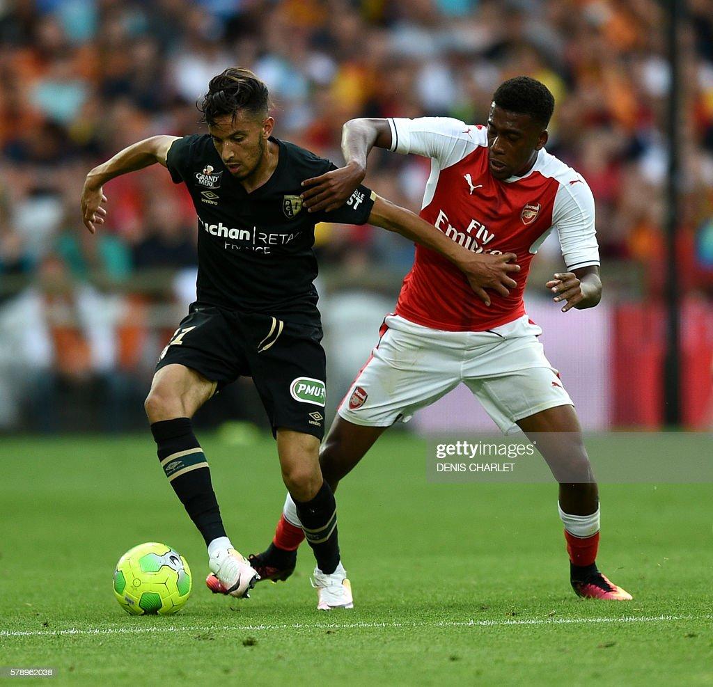 Arsenal's Nigerian forward Alex Iwobi vies with Serbian Lens's defender Dusan Cvetinovic (L) during the football match Lens Vs Arsenal on July 22 2016, at the Felix Bollaert stadium in Lens. / AFP / DENIS