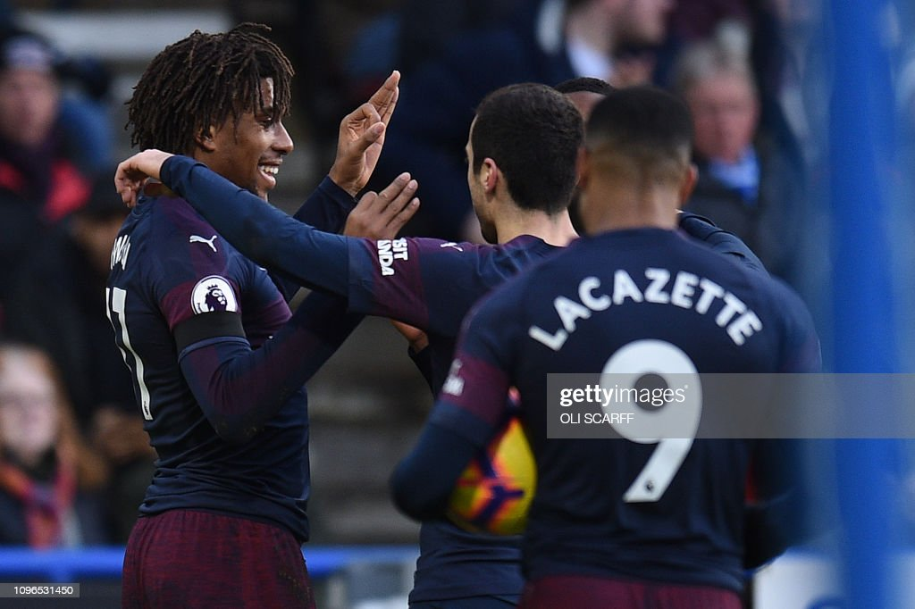 FBL-ENG-PR-HUDDERSFIELD-ARSENAL : News Photo