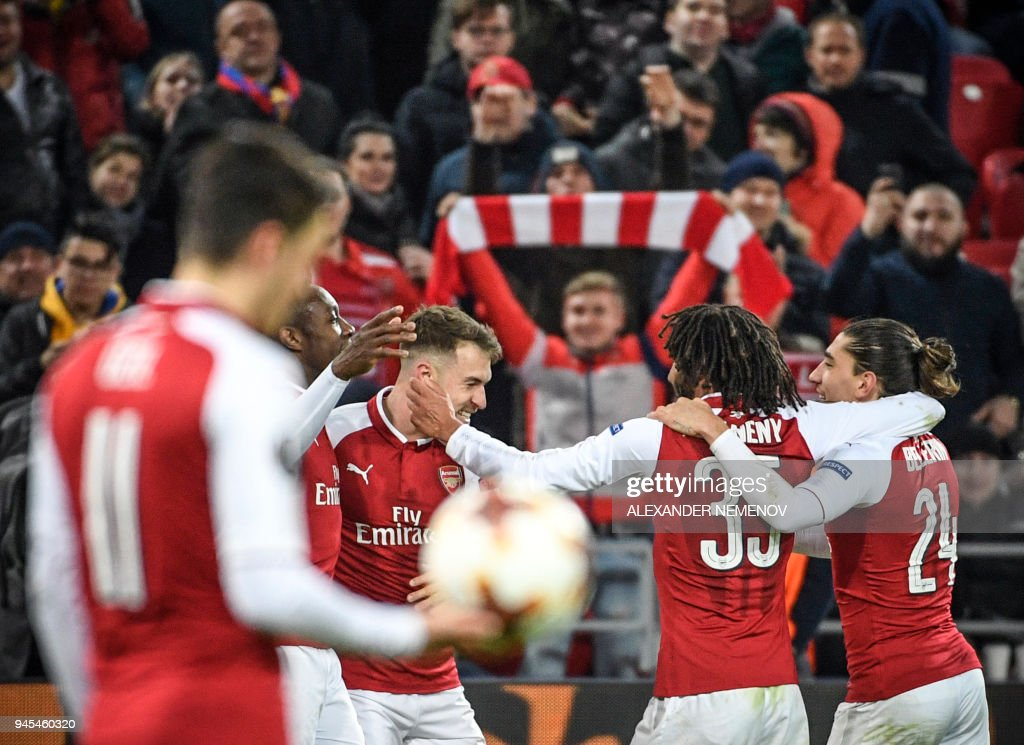 TOPSHOT - Arsenal's players celebrate a goal during the UEFA Europa League second leg quarter-final football match between CSKA Moscow and Arsenal at VEB Arena stadium in Moscow on April 12, 2018. / AFP PHOTO / Alexander NEMENOV