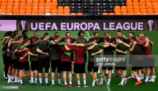 Arsenal's players huddle with Arsenal's Spanish head coach Unai Emery during a training session at the Mestalla stadium in Valencia on May 8 2019 on...