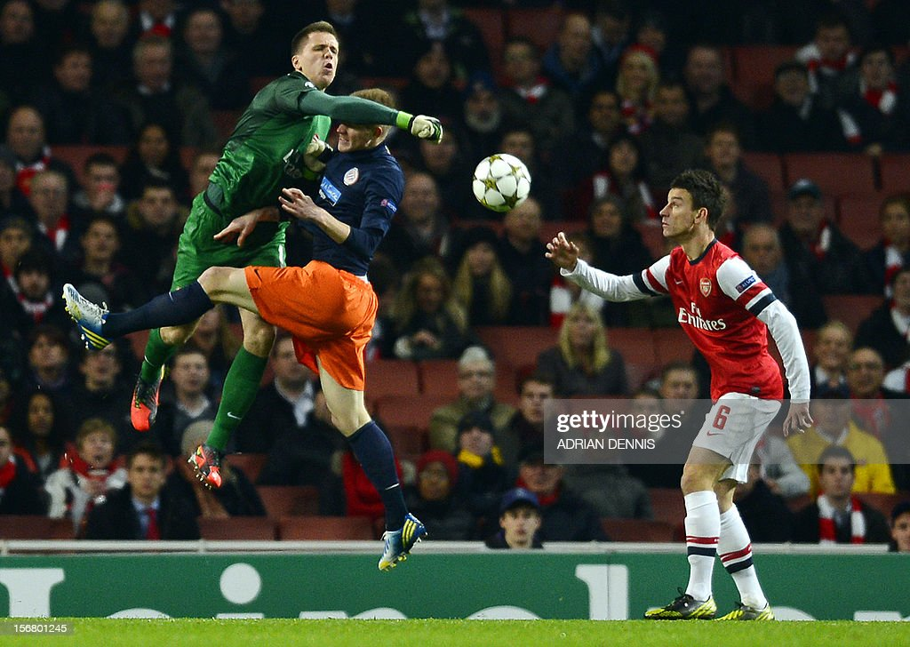 Arsenal's Polish goalkeeper Wojciech Szczesny (L) vies with Montpellier's French striker Gaetan Charbonnier (C) as Arsenal's French defender Laurent Koscielny (R) looks on during the UEFA Champions League group B football match against Montpellier at the Emirates Stadium, North London on November 21, 2012.