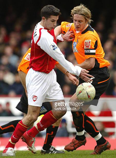 Arsenal's Robin Van Persie vies with Sheffield United's captain Phil Jagielka during their Premiership FA cup match at Arsenals Highbury grounds 19...