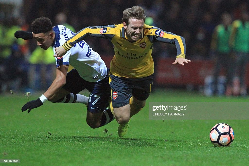 Arsenal's Spanish defender Nacho Monreal (R) vies with Preston's English striker Callum Robinson during the English FA Cup third round football match between Preston North End and Arsenal at Deepdale in north west England on January 7, 2017. / AFP / Lindsey PARNABY / RESTRICTED TO EDITORIAL USE. No use with unauthorized audio, video, data, fixture lists, club/league logos or 'live' services. Online in-match use limited to 75 images, no video emulation. No use in betting, games or single club/league/player publications. /