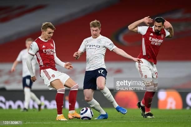 Arsenal's Spanish defender Pablo Mari looks on as Manchester City's Belgian midfielder Kevin De Bruyne vies with Arsenal's Norwegian midfielder...