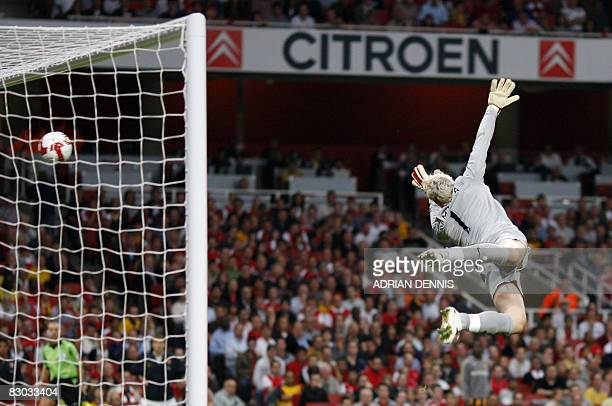 Arsenal's Spanish goalkeeper Manuel Almunia dives in vain to try to save a shot from Hull City's Brazilian player Geovanni who scored Hull's first...