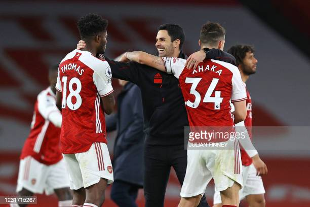 Arsenal's Spanish manager Mikel Arteta hugs his players at the final whistle during the English Premier League football match between Arsenal and...