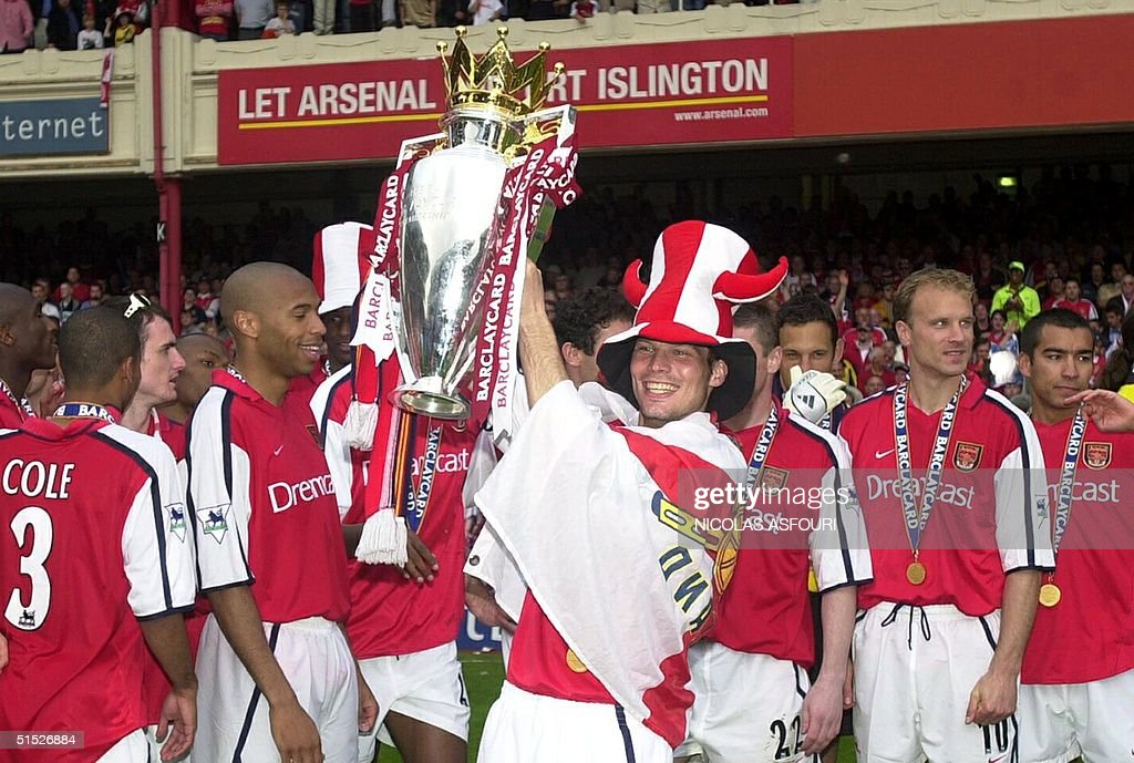 Arsenal's striker Fredrik Lljunberg celebrates at : News Photo