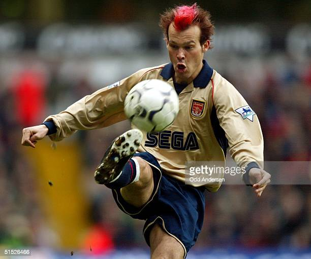 Arsenal's Swedish midfielder Frederik Ljungberg controls the ball during a premier league match against Aston Villa at Villa park stadium in...