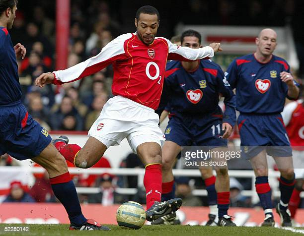 Arsenals Thierry Henry vies with Portsmouth defenders during their Premiership match 05 March 2005 at Arsenals grounds in London AFP PHOTO/CARL DE...