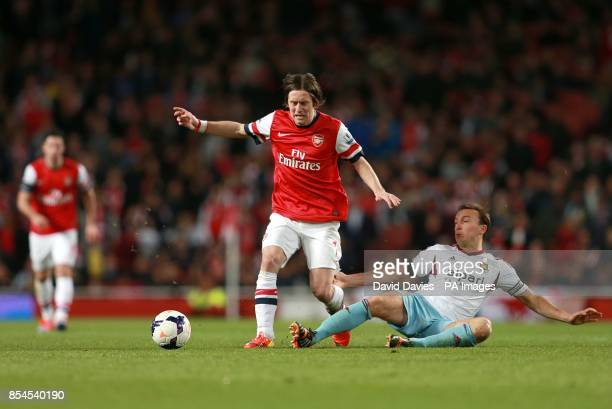 Arsenal's Tomas Rosicky and West Ham United's Mark Noble battle for the ball