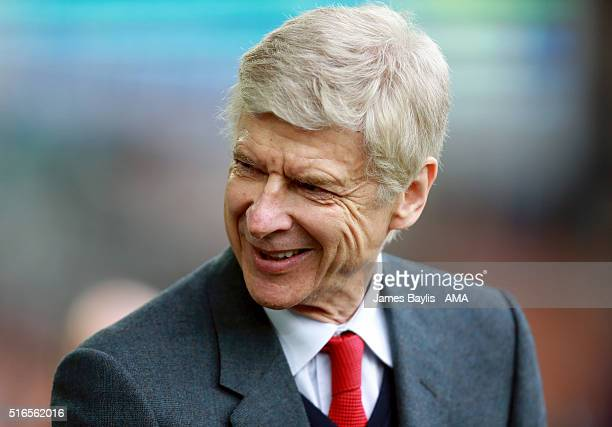 Arsene Wenger manager / head coach of Arsenal during the Barclays Premier League match between Everton and Arsenal at Goodison Park on March 19 2016...