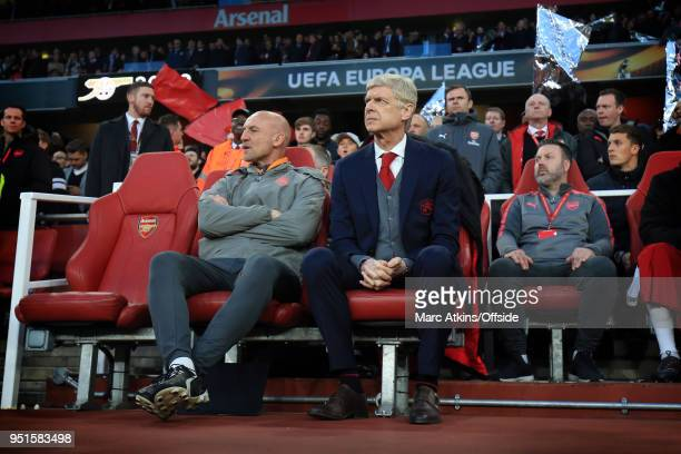 Arsene Wenger manager of Arsenal alongside assistant Steve Bould during the UEFA Europa League Semi Final 1st Leg match between Arsenal FC and...