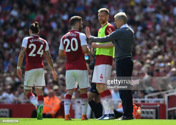 Arsene Wenger Manager of Arsenal and Per Mertesacker talk to Shkodran Mustafi of Arsenal during the Premier League match between Arsenal and West Ham...