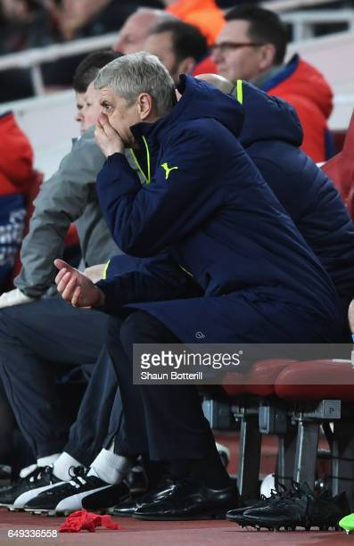 Arsene Wenger Manager of Arsenal looks dejected on the bench during the UEFA Champions League Round of 16 second leg match between Arsenal FC and FC...