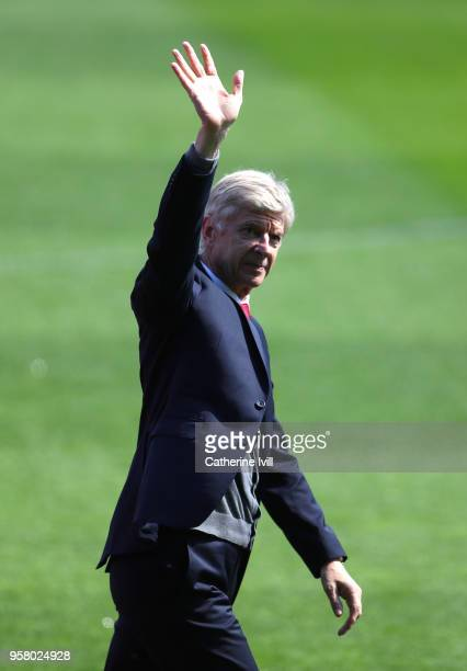 Arsene Wenger, Manager of Arsenal shows appreciation to the fans prior to the Premier League match between Huddersfield Town and Arsenal at John...