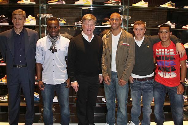 Arsene Wenger ,Michael Essien,CEO of Nike Charlie Denson, Anton  Ferdinand,Mark