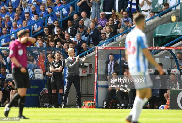 Arsene Wenger the Arsenal Manager claps the fans during the Premier League match between Huddersfield Town and Arsenal at John Smith's Stadium on May...