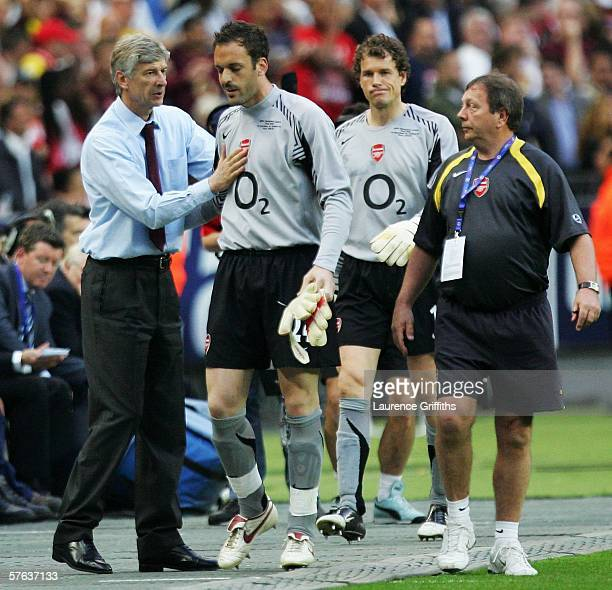 Arsene Wenger the Arsenal manager gives advice to Manuel Almunia before he takes over from Jens Lehmann in goal during the UEFA Champions League...
