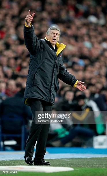 Arsene Wenger the Arsenal manager shouts instructions during the UEFA Champions League Round of 16 First Leg match between Real Madrid and Arsenal at...