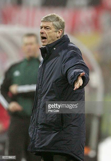 Arsne Wenger manager of Arsenal shouts instructions during the Champions League second round, first leg match between Bayern Munich and Arsenal at...