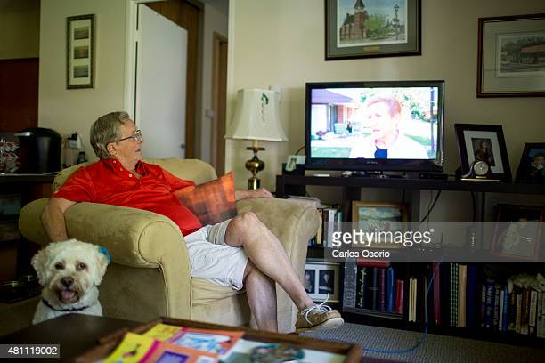 TORONTO ON JULY 16 Art Ashton watches a news report about the senior community Heritage Village in Unionville July 16 2015 Art is one of over 100...