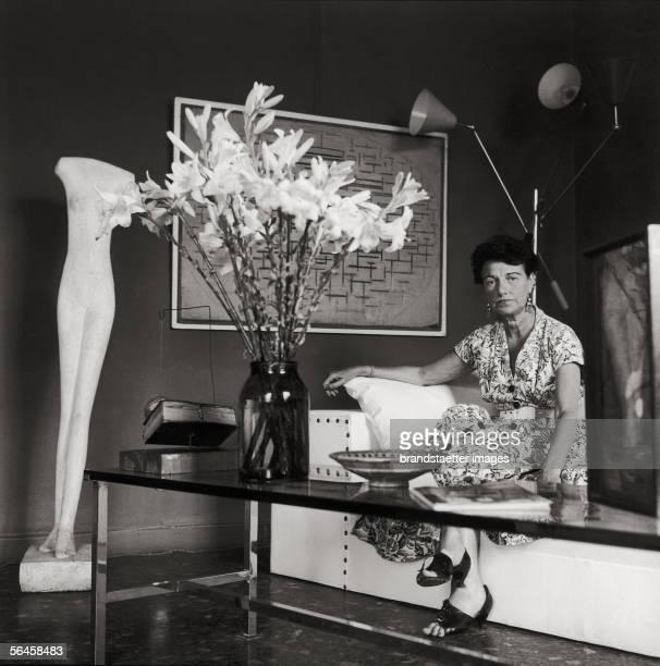 Art collector Peggy Guggenheim in her palace in Venice. Photography. 1962. [Die Kunstsammlerin Peggy Guggenheim in ihrem venezianischen Palazzo....