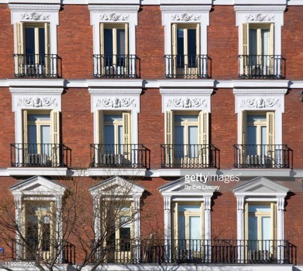 art deco building facade - art deco stock pictures, royalty-free photos & images