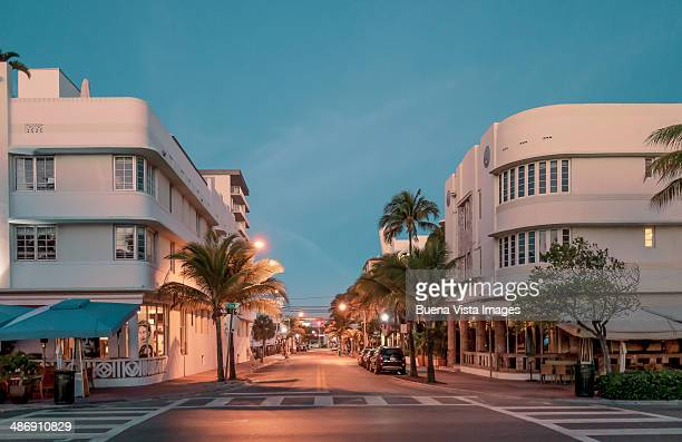 art deco buildings in south beach. - miami foto e immagini stock