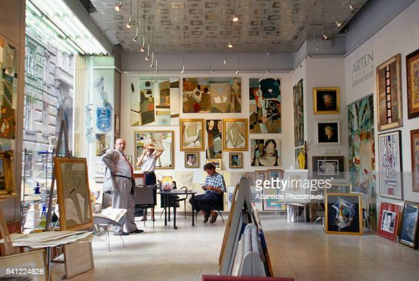 art gallery in vaci street - art dealer stock pictures, royalty-free photos & images