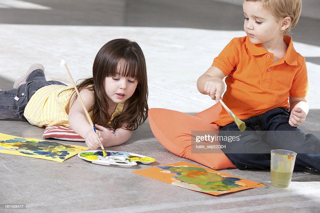 Kunst-Unterricht für Kinder wie zu Hause fühlen : Stock-Foto