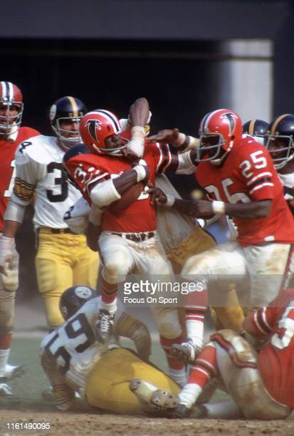 Art Malone of the Atlanta Falcons of the Atlanta Falcons in action against the Pittsburgh Steelers during an NFL football game circa 1972 at...