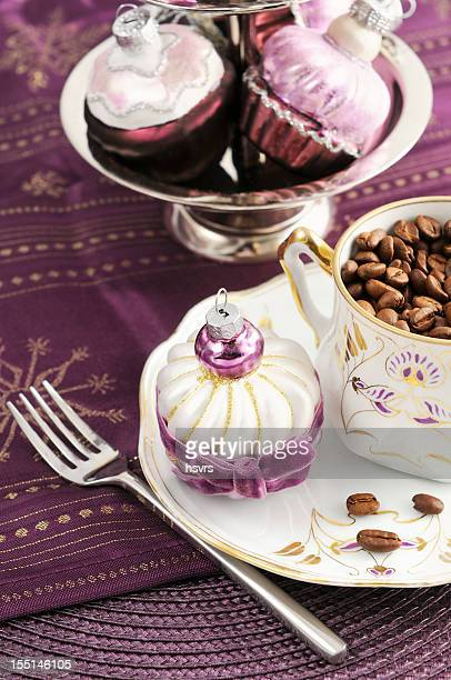 アールヌーボーポーセリンのカップにクリスマスオーナメントほくろ muffin