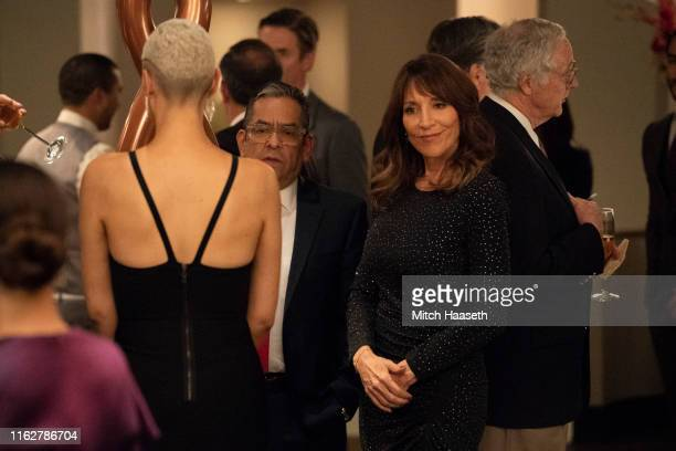HOTEL Art of Darkness Teresa hosts a charity auction at the hotel Meanwhile Alicia and Javi learn more about Beatriz and the unmarked room bringing...