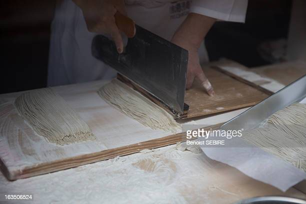 art of making soba - soba stock pictures, royalty-free photos & images