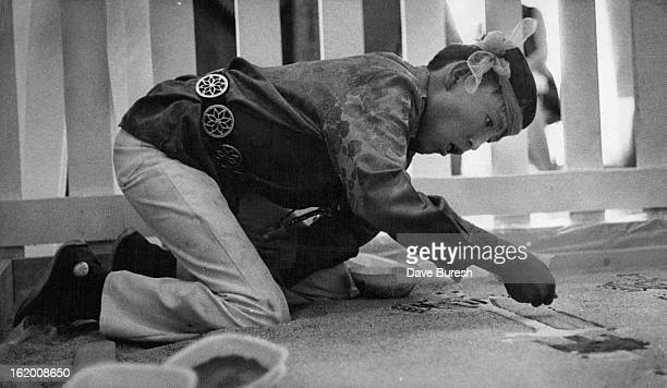JUL 8 1972 JUL 9 1972 Art Of Sand Painting Is Demonstrated At Southwest Indian Craft Show Robert Norton a Navajo from Gallup NM demonstrates sand...