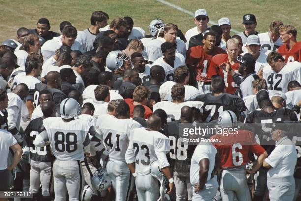 Art Shell Offensive Line Coach for the Los Angeles Raiders talking with the team before their National Football Conference West game against the New...