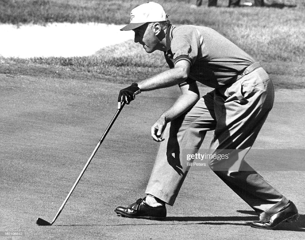 1962, SEP 16 1962; Art Wall Jr., of Pocono Manor, Pa., lines up a putt on seventh green Sunday just before starting a late rush which gave him final round 69 and a share of second place money. Wall's 68-69-72-69-278 earned Tim $1,816.68 Open check.;