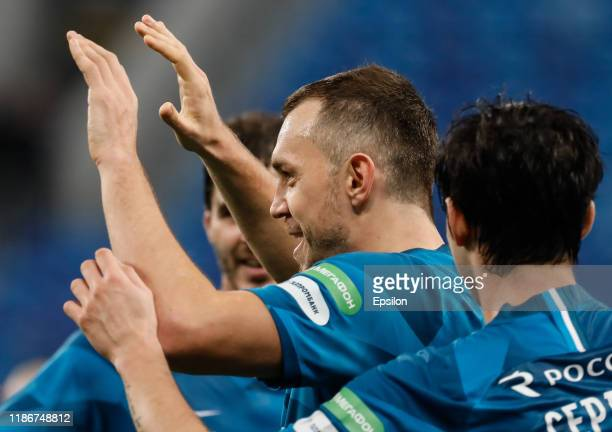 Artem Dzyuba of FC Zenit Saint Petersburg celebrates his goal with teammates during the Russian Premier League match between FC Zenit Saint...
