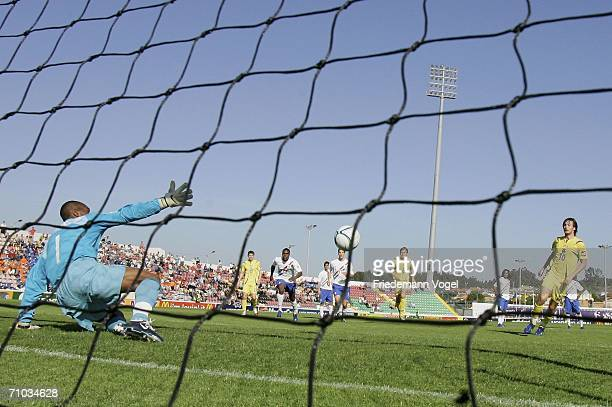 Artem Milevskiy of Ukraine scores the first goal during the UEFA U21s Championship Group B match between Ukraine and Netherlands at the Muncipal...