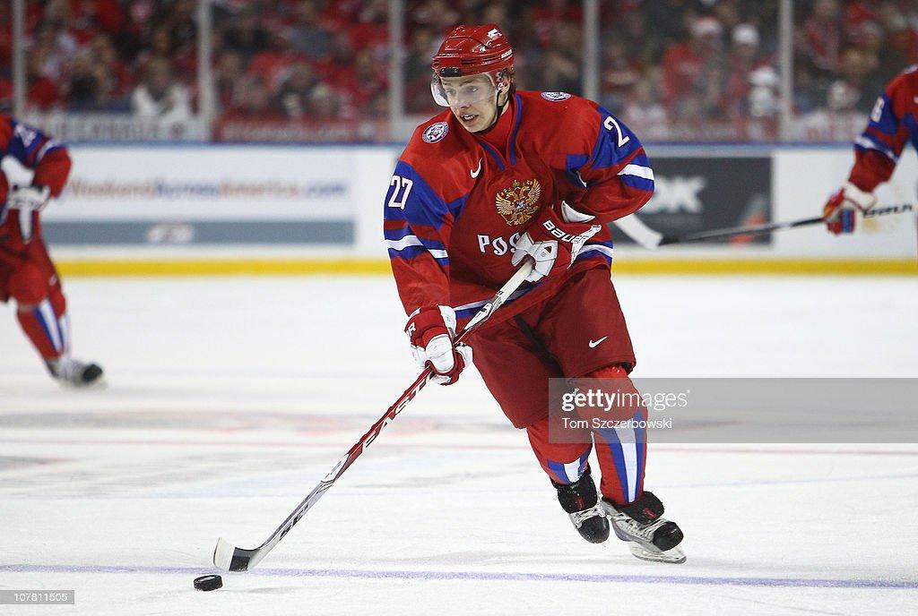 Canada v Russia: 2011 IIHF World U20 Championship - Day One : News Photo